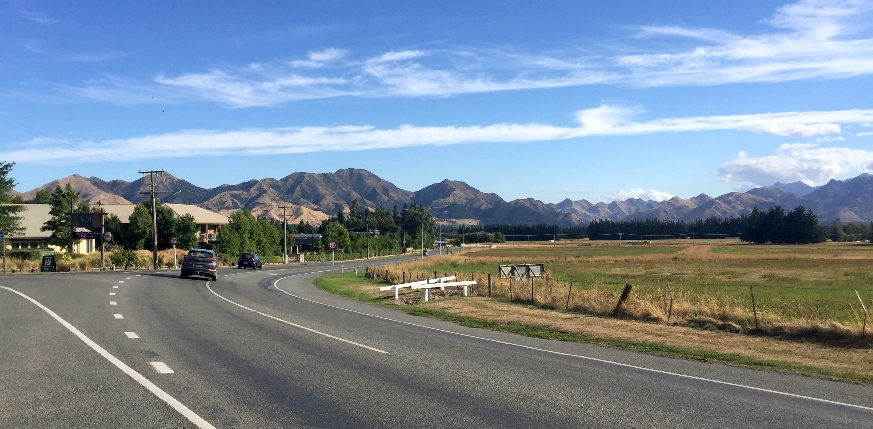 Hanmer Springs is surrounded by mountains.